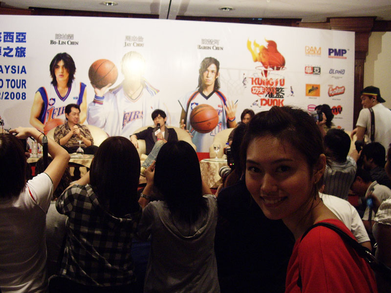 Sara and Jay Chou Kung Fu Dunk